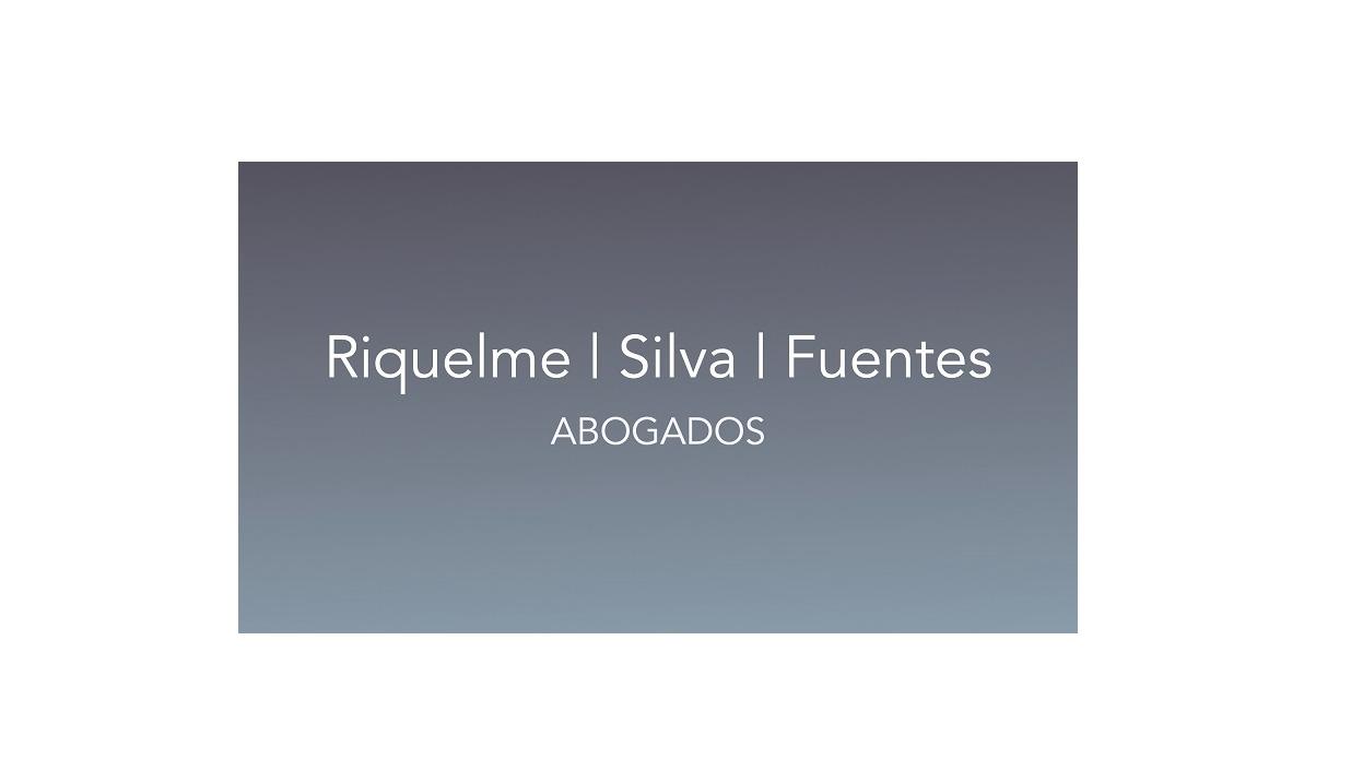 the Riquelme Silva Fuentes Abogados logo.