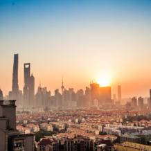 International law firm Linklaters has decided to shift its focus from a full-fledged merger to a spin-off firm in Shanghai that is slated to open later this year.