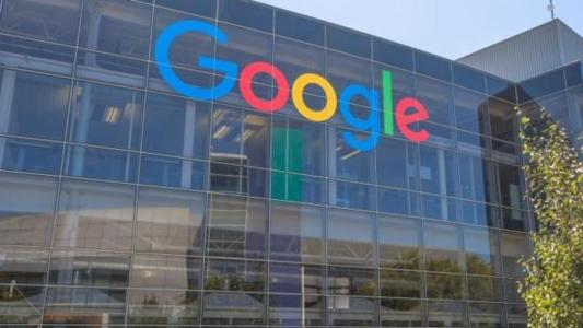 Google's parent company is transforming its business model. Long focused on internet services, the group is extending its range of hardware launches, from smartphones to connected speakers.
