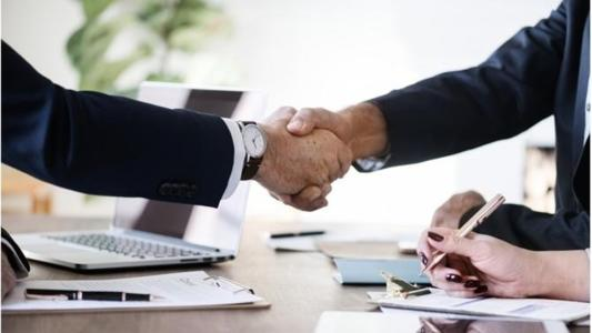 According to some commentators, the Italian legal market is about to witness a merger that would create the largest independent law firm in Italian history.  BonelliErede and Lombardi Segni are engaged in exploratory talks. If the operation is concluded there would be a new absolute leadership of the market.