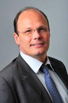 Un décret du président de la République, en date du 5 novembre 2015, nomme Philippe Van de Maele président-directeur général de l'Établissement public Paris-Saclay.