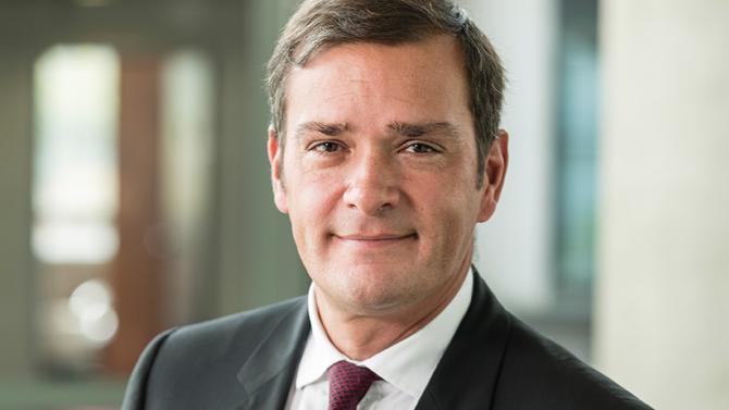 Leader en Europe avec 25000 clients, le groupe de service aux entreprises et collectivités réalise un chiffre d'affaires de 1,8 milliard d'euros. L'entreprise a pour ambition de s'implanter dans trois nouveaux pays par an. Aux commandes du groupe depuis 1999, Franck Julien nous explique comment il tient la cadence.