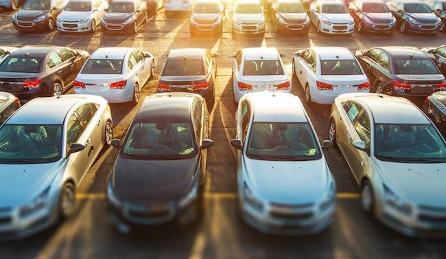 Le constructeur automobile français accède au capital de la start-up spécialisée dans la location de voitures entre particuliers.