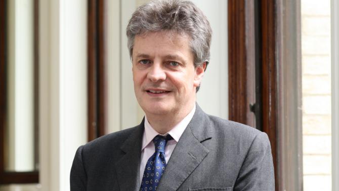Pressés par les politiques, les régulateurs financiers ont lancé une dizaine de réformes en moins de dix ans. Concentrés sur la gestion des risques, ils ont oublié que la plus grande menace à la stabilité financière est l'absence de croissance. Aujourd'hui, le mot d'ordre est régulé moins pour mieux financer l'économie réelle. Jonathan Hill, commissaire européen en charge de la finance, revient sur les principaux défis à relever. L'entretien a été réalisé avant sa démission suite au Brexit.