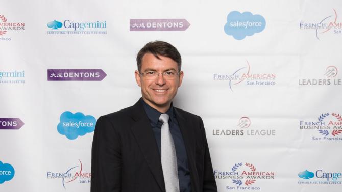 David Gurlé a fondé Symphony, plate-forme sécurisée qui permet d'échanger des informations, de communiquer avec des collègues, ou encore de partager des documents, il y a quatre ans. Le « Frenchie », installé à Palo Alto, vient de voir sa réussite récompensée par un trophée aux French American Business Awards 2016.