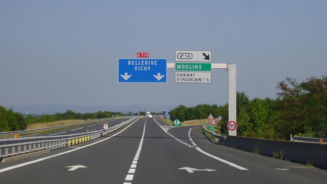 Le secrétariat d'État aux transports a annoncé un plan d'amélioration des autoroutes d'un milliard d'euros. Les financements proviendront des usagers et des collectivités.