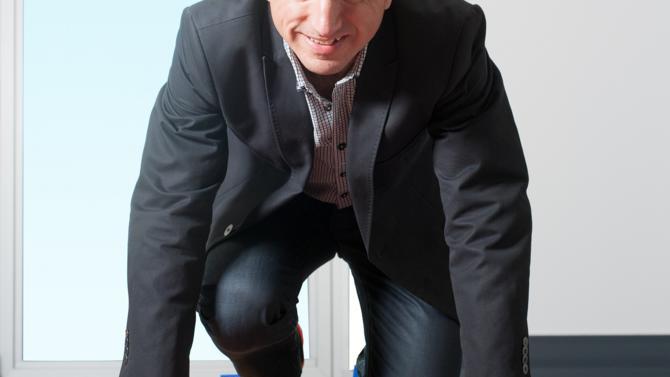 Avec près de 50% de part de marché en France, Decathlon écrase la concurrence. Nicolas Pelletier revient sur ce qui a rendu ce succès possible: une écoute poussée du client et la mise en place de marques propres. Entretien avec Nicolas Pelletier, directeur général deDecathlon France Retail.