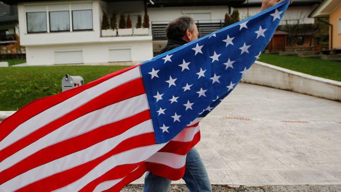 Pour remporter l'élection américaine, l'homme d'affaires n'a pas hésité à prôner des mesures protectionnistes fortes. Tenant plus de promesses électorales que de mesures réellement applicables, son accession au pouvoir marque un tournant dans la mondialisation. Les conséquences économiques s'annoncent compliquées pour les États-Unis et le reste du monde.