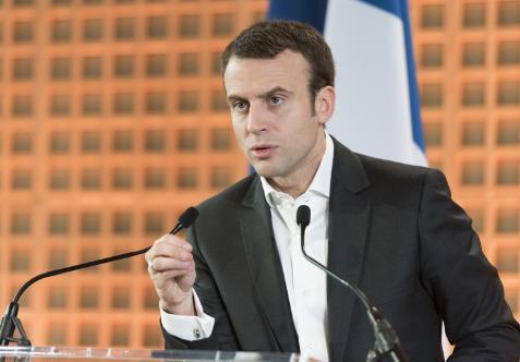 Revendiquant un programme construit sur le terrain avec ses 205 000 « marcheurs », le candidat autoproclamé anti-système est aujourd'hui favori pour l'emporter face à Marine Le Pen le 7 mai prochain.