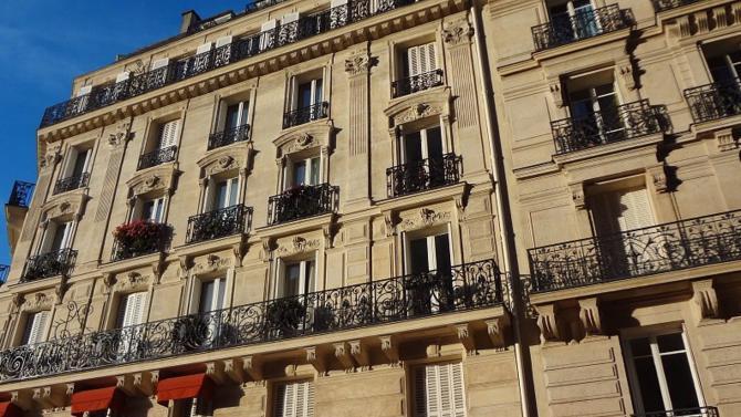 C'est le prix moyen au mètre carré que devrait atteindre un appartement dans la capitale française en juin selon les estimations de la chambre des notaires de Paris.