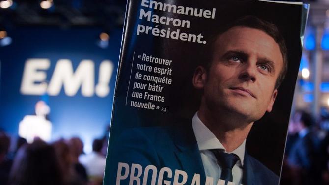 Au lendemain de son investiture, focus sur les propositions d'Emmanuel Macron qui se revendique comme « le candidat du travail » et qui prévoit de ramener le chômage à 7 % d'ici 2022 (soit 900 000 chômeurs de moins en cinq ans).