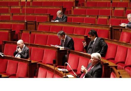 Au-delà de leur présence à l'Assemblée nationale, les élections législatives sont un véritable enjeu économique pour les partis.