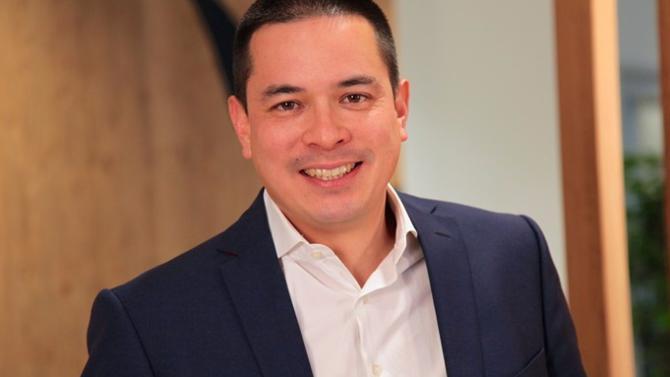 Aymeril Hoang dresse le bilan de ses deux premières années passées à la Société générale en tant que directeur de l'innovation. Sa connaissance de l'écosystème des start-up, renforcée par son passage au gouvernement aux côtés de Fleur Pellerin afin de piloter l'initiative de La French Tech, est un véritable avantage pour le groupe en pleine transformation digitale.