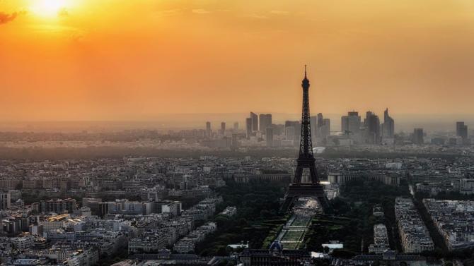 Un an après le Brexit, on s'active de toute part du côté de la capitale française pour attirer les déçus de Londres.