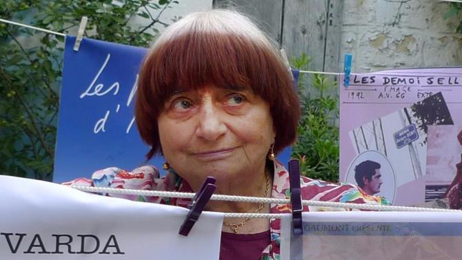 INFLUENCEUR. Mettre en lumière les Français de l'ombre. Telle est l'idée de Visages, Villages, le dernier documentaire d'Agnès Varda, coréalisé avec son ami le photographe JR. Sans doute l'une des œuvres les plus poétiques de la carrière de la cinéaste.