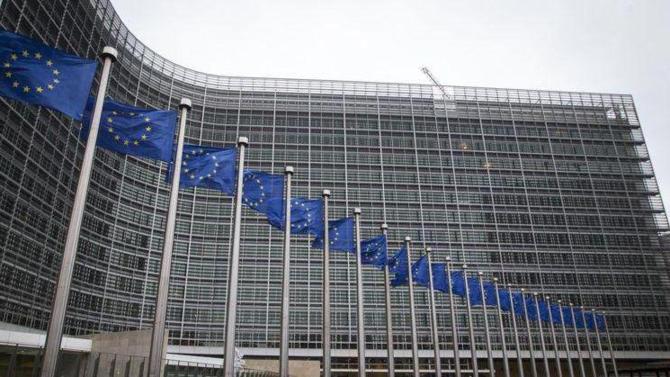 Après les États-Unis et la Chine, le Vieux continent prend le train du « protectionnisme ». La Commission européenne vient d'annoncer qu'elle fera des propositions dès cette automne pour limiter les investissements étrangers dans des sociétés jugées « stratégiques ». Un projet porté par la commissaire européenne à la Concurrence, Margrethe Vestager.