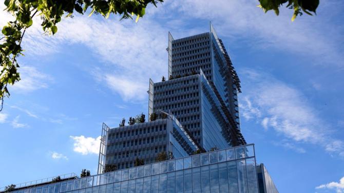 Objet de toutes les inquiétudes du monde judiciaire parisien lors de l'annonce de sa création, le futur palais de justice est petit à petit devenu un lieu intrigant. Et pour cause : du haut de ses trente-six étages aux parois cristallines, le bâtiment conserve une part de mystère. Visite guidée au cœur d'un site unique.