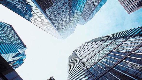 Dix ans après la crise de 2007, le capital-investissement retrouve toutes ses couleurs. Portées par des performances retrouvées, des taux faibles et des liquidités abondantes, les levées de fonds atteignent des sommets.