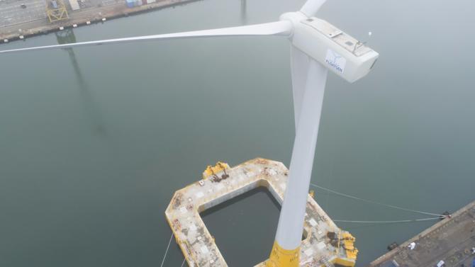 Floatgen, la première éolienne flottante française a été inaugurée à Saint-Nazaire. Celle-ci servira de laboratoire en vue de structurer une vraie filière industrielle.