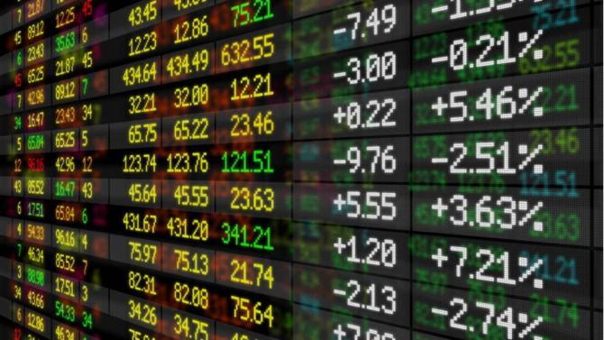 Prévue depuis plusieurs mois, l'introduction du spécialiste du luxe accessible à la Bourse de Paris lui permet de lever 127 millions d'euros. Le premier jour de cotation marque un léger retrait du cours.