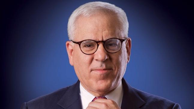 L'été dernier, KKR ouvrait la voie des annonces de changement de gouvernance chez les géants du private equity. Carlyle lui emboîte le pas avec la promotion de Gleen Youngkin et Kewsong Lee comme co-CEOs.