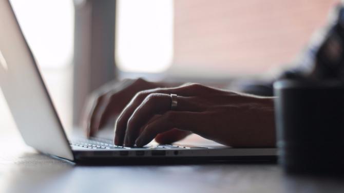 Alors que la Cour suprême canadienne vient de consacrer la portée mondiale du droit au déréférencement, la CJUE est saisie de plusieurs questions préjudicielles quant à son interprétation. Une décision qui pourrait aiguiller la juridiction européenne, à l'aube de l'entrée en vigueur du règlement général sur la protection des données (RGPD).