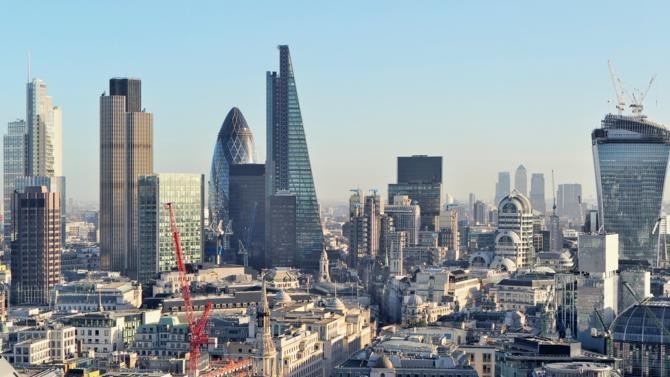 Selon un rapport réalisé par Eurogroup, le coût du Brexit pour les banques d'investissement implantées à Londres s'élèverait à cinquante milliards de livres. Sans compter la baisse de leurs revenus qui pourrait atteindre 30 %.