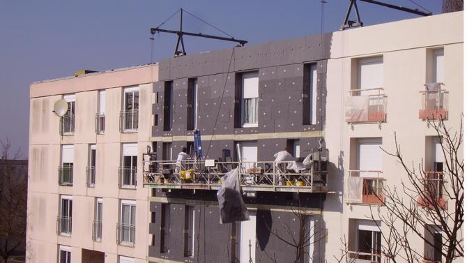 Nicolas Hulot et Jacques Mézard ont présenté une concertation sur le plan de rénovation énergétique des bâtiments. La filière et les usagers sont invités à s'exprimer pour accélérer la disparition des passoires thermiques.