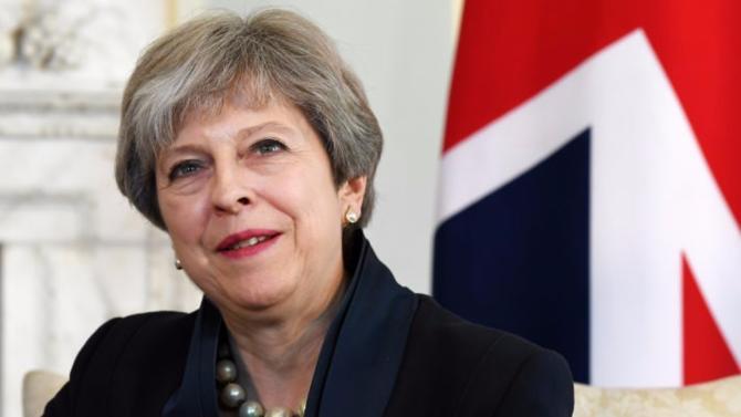 Pour sortir de l'Union européenne, le Royaume-Uni s'acquittera finalement d'une facture d'un montant de cinquante milliards d'euros. La première ministre britannique, Theresa May, qui ne voulait jusque là payer que vingt milliards d'euros, a fini par céder. Et pour cause, l'Union Européenne ne veut pas entamer les négociations temps que l'ardoise ne sera pas réglée.