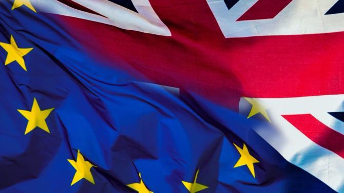 La première ministre britannique, Thérèsa May et le président de la commission européenne Jean-Claude Juncker déjeunaient ensemble ce lundi 4 décembre. L'objectif : trouver un terrain d'entente sur la question des frontières irlandaises, condition sine quanone pour enfin débuter les négociations sur les accords commerciaux. Un nouvel échec malgré l'optimisme affiché auparavant.