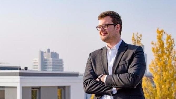 Après des expériences en crowdfunding immobiler à Berlin puis en private equity à la BPI, Étienne Mallengier dirige aujourd'hui la stratégie et les activités suisses au sein de Neuroprofiler. Un incubateur après l'autre, cette start-up de profilage de risque se développe en Europe. Une ascension qui ne fait que commencer.