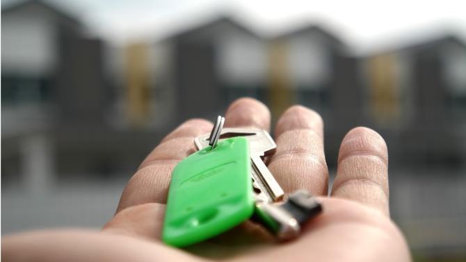 Après une année 2017 de tous les records due à des taux bas, l'immobilier devrait marquer le pas en 2018, selon une étude de Century 21. Les prix devraient néanmoins rester élevés.