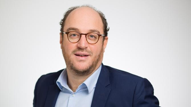 Samuel Pallotto rejoint le bureau parisien de la firme en qualité d'associé, où il crée et prend la direction du département Bourse et marchés de capitaux également composé de Mathilde Cazé et Charlotte Wright.