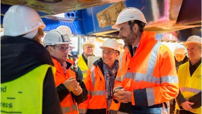 Le gouvernement a lancé une nouvelle consultation autour du projet de métro du Grand Paris, afin d'ajuster le calendrier à la « réalité » technique et budgétaire du projet.
