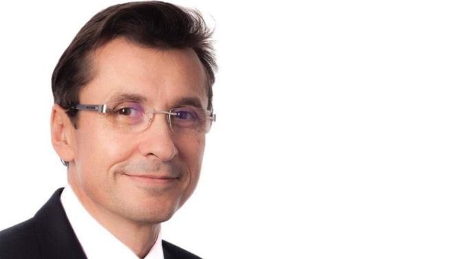 Chaîne française d'opticiens, Atol est un modèle de succès coopératif. Le groupe, quatrième enseigne d'optique de France avec 749 magasins, a une croissance ininterrompue depuis plus de quinze ans. En 2017, il a réalisé un chiffre d'affaires de 371 millions d'euros. Éric Plat, P-DG depuis 2010, revient sur la stratégie de développement de la société.