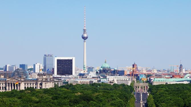 Grâce un commerce extérieur porteur, l'Allemagne a vu son PIB progresser de 2,3 %. Malgré une consommation privée et des investissements qui stagnent, la première économie européenne garde sa place.