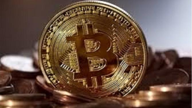 En février dernier, la Commission européenne organisait à Bruxelles une table ronde sur les crypto-monnaies. Le premier pas vers une régulation du commerce du bitcoin et autres monnaies virtuelles ? L'institution se montre encore frileuse.