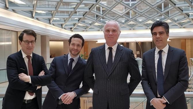 Créé en 1999, le pôle Contentieux et Arbitrage de Linklaters Paris s'est construit une belle place sur le marché du droit. Aujourd'hui, avec 4 associés, 2 counsels et une quinzaine de collaborateurs, l'équipe a, en quelques années, acquis une réputation de premier plan tant en France que sur la scène internationale, au point de devenir incontournable. Rencontre avec Arnaud de La Cotardière, Pierre Duprey, Jean-Charles Jaïs et Roland Ziadé, associés de l'équipe Contentieux et Arbitrage.