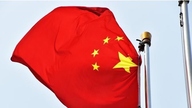 En annonçant de nouvelles taxes sur l'acier et l'aluminium en mars dernier, Donald Trump laissait craindre une guerre commerciale, ignorant les mises en garde répétitives de l'Union européenne. La Chine, premier producteur d'acier et d'aluminium, a décidé de réagir en imposant de nouvelles taxes sur 128 produits américains.