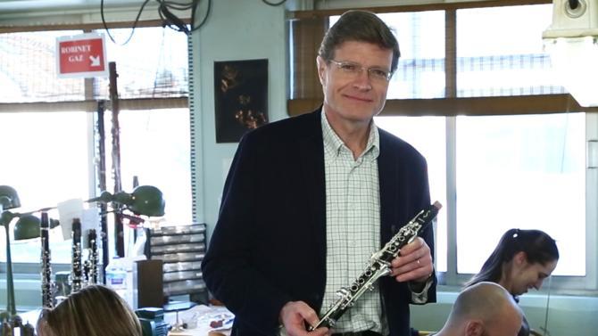 Le mythique fabricant de saxophones et d'instruments à vent créé en 1885 est racheté par le fonds Argos Soditic. Une petite révolution pour cette pépite française restée propriété de la famille jusqu'alors. Jérôme Selmer, arrière-petit-fils du fondateur, revient sur l'opération qui devrait permettre la montée en puissance de la marque.