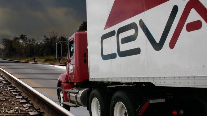 À l'occasion de l'entrée en Bourse du néerlandais CEVA Logistics, le marseillais CMA CGM s'invite à hauteur de 25 % du capital pour rajouter la brique logistique au transport maritime.