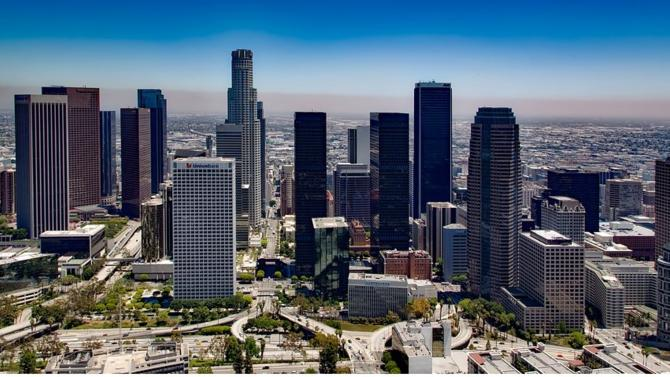 La firme internationale ouvre un bureau à Los Angeles grâce au recrutement d'une équipe de cinq associés en provenance de Loeb & Loeb.