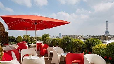 Mai: le mois idéal pour convier à la table des négociations partenaires, collaborateurs ou clients sur les plus belles terrasses parisiennes. Cartes consultables à ciel ouvert.