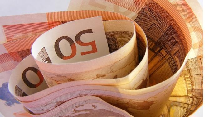Les groupes du CAC 40 ont redistribué deux tiers de leurs bénéfices à leurs actionnaires depuis 2009, laissant salariés et investisseurs sur le carreau. Le rapport « CAC 40 : des profits sans partage », publié le 14 mai par les ONG Oxfam et Basic, dénonce l'inégalité du partage des bénéfices de ces grands groupes.