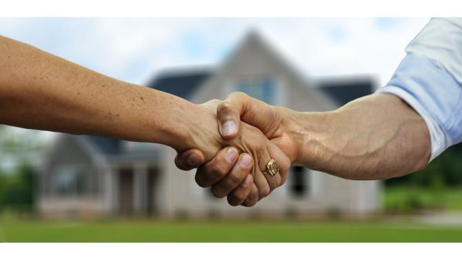 L'usage d'un bien immobilier à titre de résidence principale est l'une des conditions nécessaires pour bénéficier de l'application du taux réduit sur les livraisons d'immeubles. Toutefois, l'administration fiscale précise que dans le cas d'une vente en viager, ce taux réduit n'est pas remis en cause.