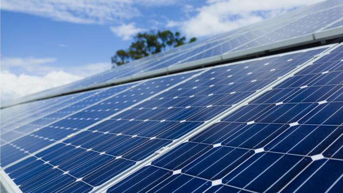 Après deux années de débat interne, les institutions européennes se sont mises d'accord sur les objectifs énergétiques à atteindre sur la prochaine décennie. À l'horizon 2030, les énergies renouvelables devraient représenter 32 % du mix énergétique européen.
