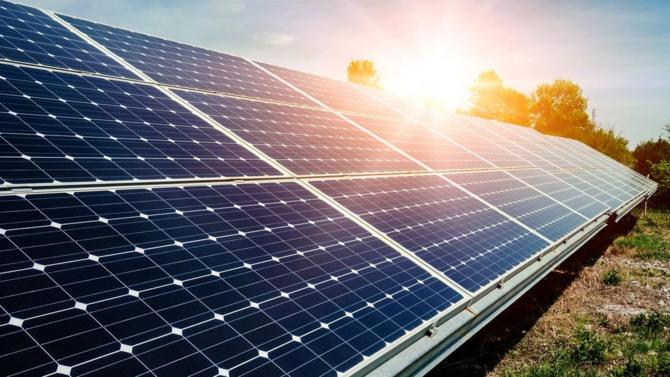 Sébastien Lecornu, le secrétaire d'État auprès du ministre de la Transition écologique et solidaire a dévoilé la campagne « Place au soleil » dont l'objectif est le développement des énergies solaires.