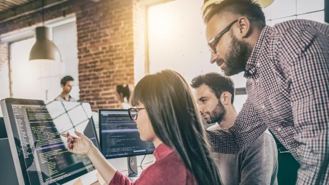 Entre la grande rareté des profils et leur fâcheuse tendance à changer d'entreprise tous les ans, le digital est le terrain par excellence de la fameuse « guerre des talents ». Rencontres avec des recruteurs en ordre de bataille.