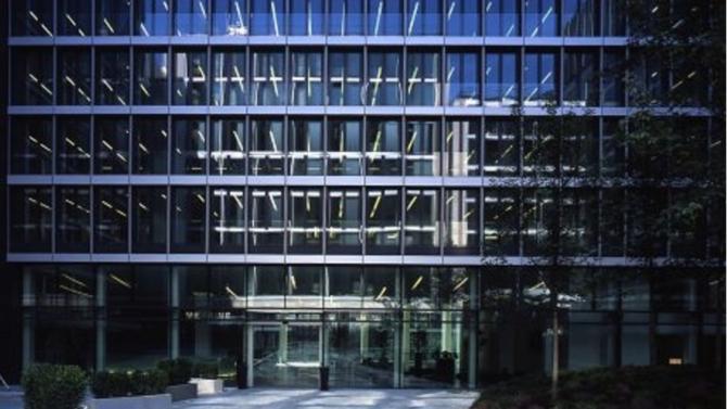 Unibail-Rodamco-Westfield et Invesco Real Estate se sont mis d'accord sur la vente de « Capital 8 », un ensemble de bureaux situé rue de Monceau, dans le 8e arrondissement de Paris. Montant de la transaction : 789 millions d'euros.