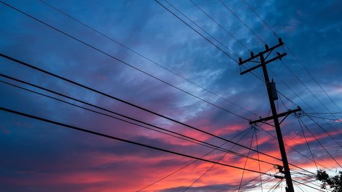 Le Conseil d'État réserve parfois des surprises. Malgré la fin du monopole d'EDF, la plus haute juridiction administrative a décidé que les tarifs réglementés de vente de l'électricité devaient être maintenus. Constitutive d'une violation du droit européen, cette position est assise sur la notion de « bien de première nécessité ».
